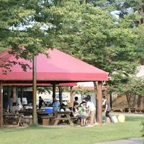 *[紫雲寺記念公園/バーベキュー広場]炭火を利用したバーベキュー施設を完備