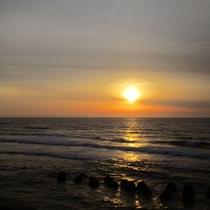 *[紫雲寺記念公園/夕日]日本海に沈む夕日はえも言われぬ美しさです