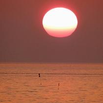 *[紫雲寺記念公園/夕日]天気のよい日には佐渡島も見ることが出来ます