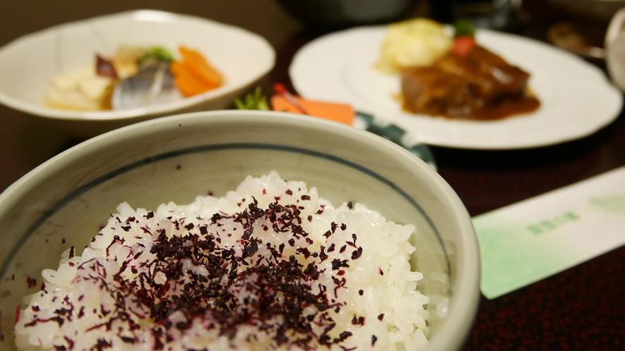 *[ご夕食一例]もちもちで美味しいコシヒカリは農家さんから直接仕入れています