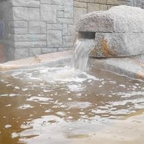 *[露天風呂一例]海のそばならではの塩分の強い温泉は体を芯から温め回復を促します