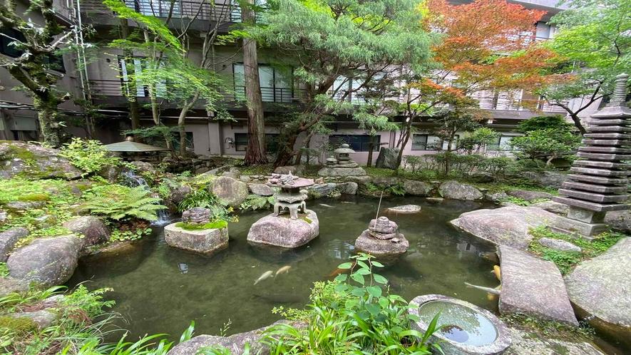 湯の山ロッジ 中庭