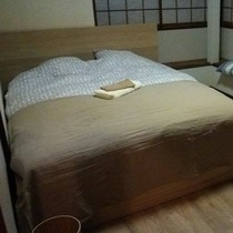【お部屋】ふかふかのベッドで疲れをとってください。