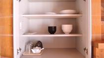 *【客室一例】湖畔バンガロー(キッチンの食器)