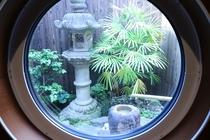 お風呂から見るお庭(昼)
