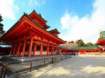 京都 平安神宮 京都まで当館すぐのバス停より直通高速バス約45分 (1時間に1本運行)