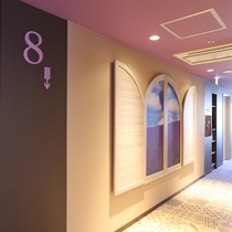 8階エレベーターホール「ラベンダー」