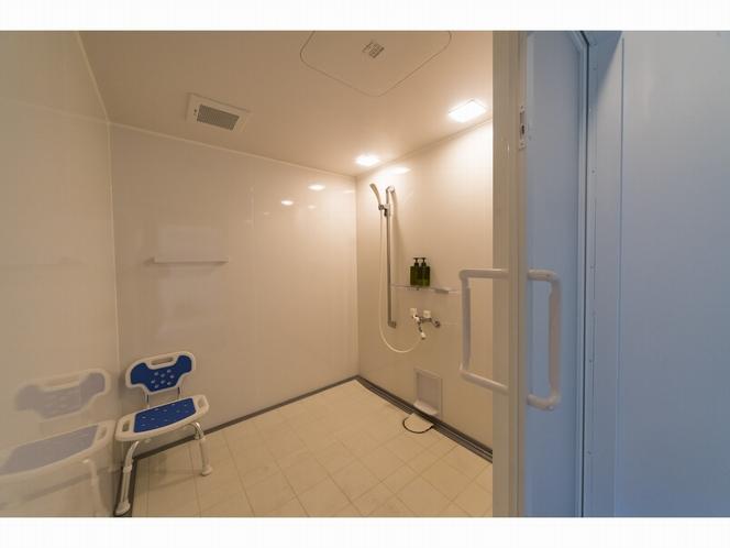 バリアフリールーム(シャワー付き2名部屋)のシャワー室