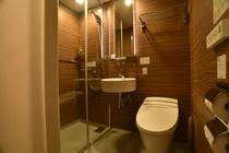 ワイドツインルーム、コネクティングルームのシャワーブース