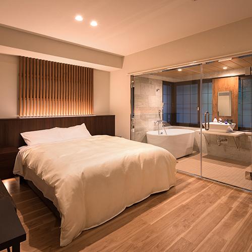 【町家スタイル◇クイーン】お風呂と洗面スペースはガラスの仕切り壁のみと、開放感あふれるデザインに。