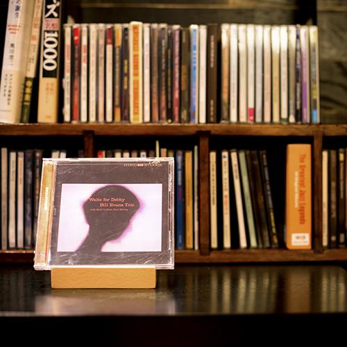 オーナーが好きなジャズを集めました。こちらのCDはお部屋でもお楽しみ頂くことができます
