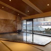 【湯Like】穏やかな海を見渡せる大浴場は、なんと畳敷き。光明石温泉でいつまでも入っていたくなる…
