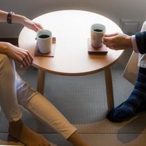 コーヒーを片手に一息つけば、何もしない・何もいらない「シンプルな時間」の大切さに気付けます。