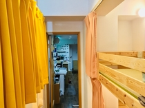 女性専用ドミトリー1★二段ベッドはとても頑丈で、上の段もほぼ揺れはありません。