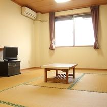 *【和室一例】シンプルな内装でのんびりお寛ぎいただけます。