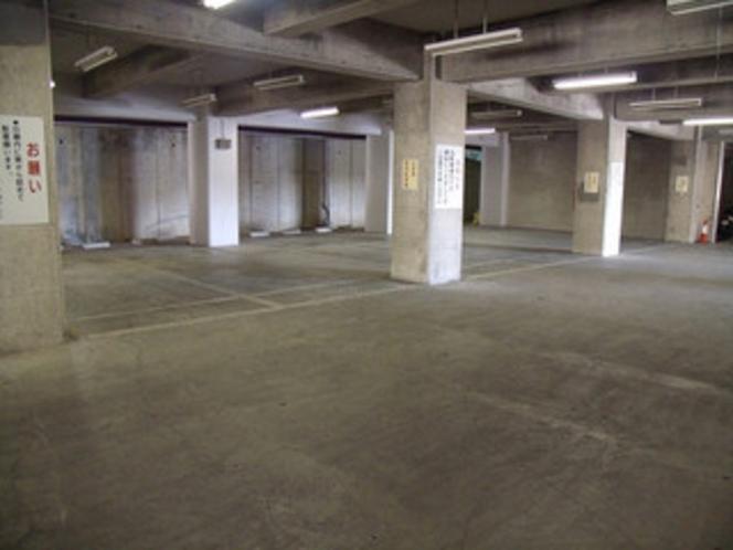 2F 屋内駐車場
