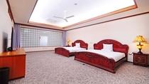 【1F 寝室】ダブルサイズ×2台。写真とベッドが異なります。