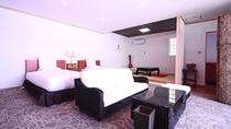 【地下 寝室】ソファや和室があるので、ゆったり過ごしやすいお部屋です