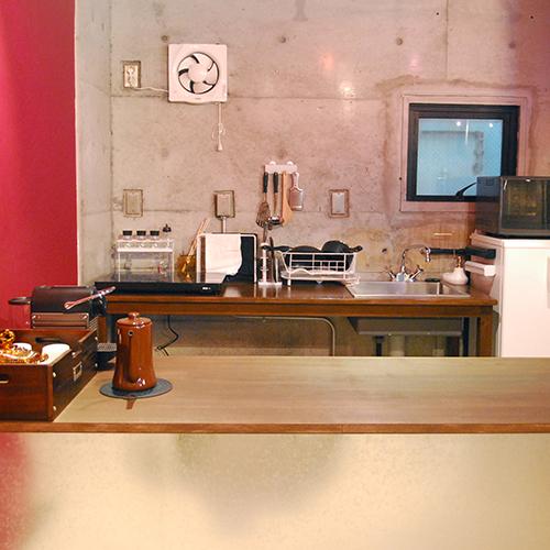 「ロックサイド」キッチン。調理器具、食器類、調味料完備。