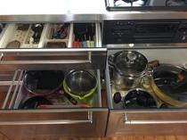 グランドフロアルーム(一階)キッチン引き出し