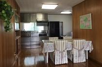 グランドフロアルーム(一階)キッチン&ダイニング