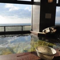 【天然温泉・宝石の湯】海を見ながらのんびりと。
