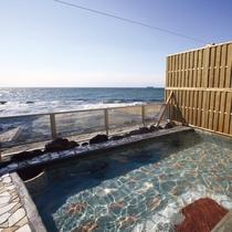 【渚の離れ露天風呂】日中は雄大な伊勢湾の海景色をお楽しみいただけます。