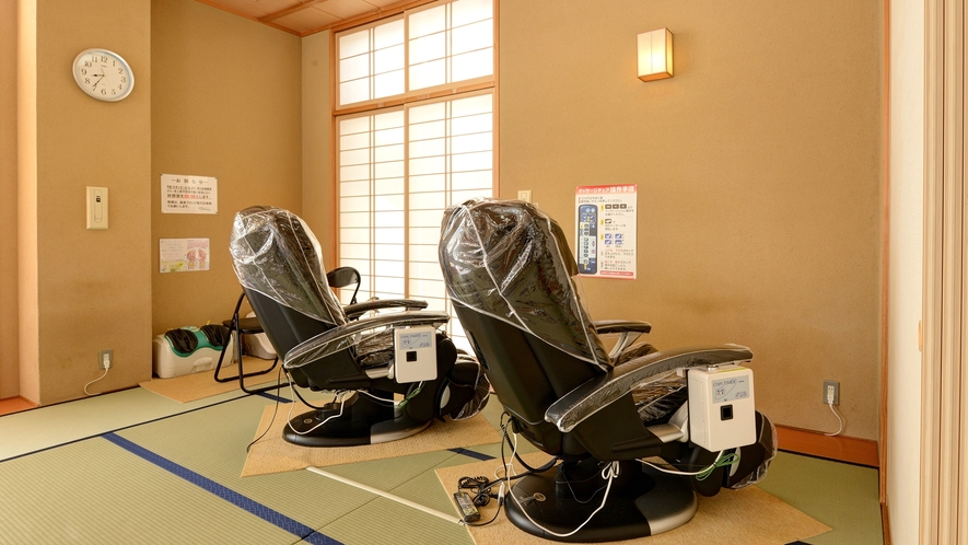 *【館内(無料休憩室1F)】マッサージチェアもございます。