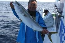 ご提供する魚は、ほぼ自前です。運がよければ、午前中まで泳いでいた魚が夕食に並びます。