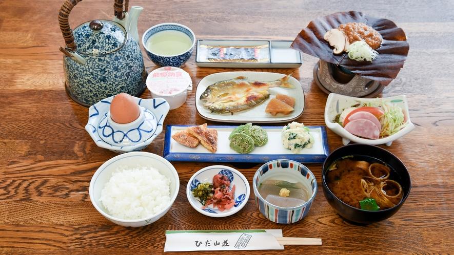 *【朝食】ほう葉味噌や地元のお米・朝採れ卵・新鮮野菜など、ひだ山荘の朝食をお楽しみください