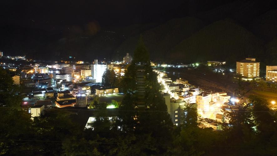 *【眺望】下呂温泉随一の高台に建つ当館は、温泉街の景色が一望!夜景はもちろん、夕刻や朝もオススメです