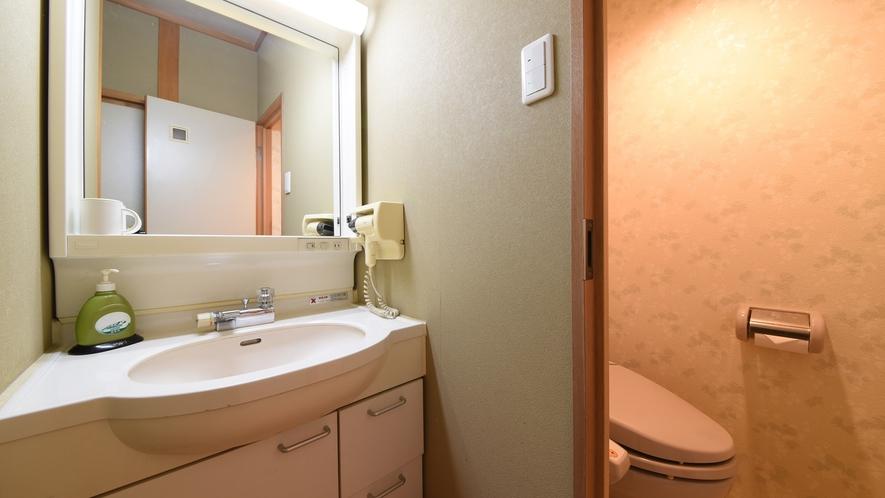 *【和室8畳】洗面・トイレ。洗浄機付トイレ完備なので安心です