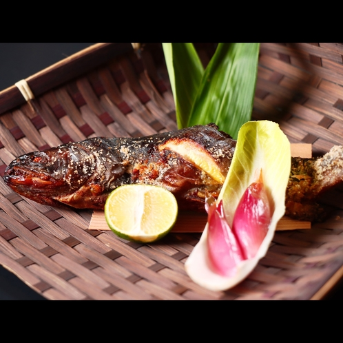 グレードアップ-楽-・皮はぱりぱり、身はフワフワ、天然岩魚の塩焼き
