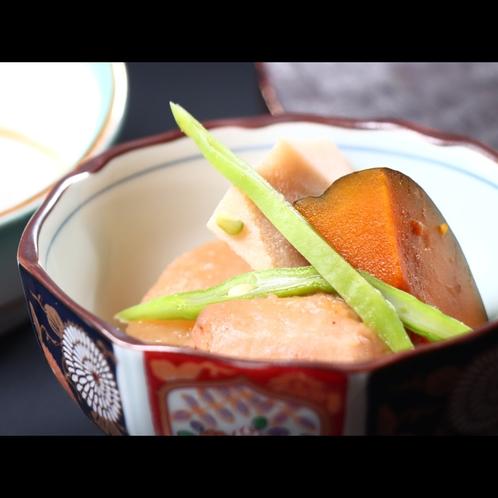 朝食・戸隠産野菜の煮物