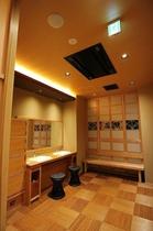 ■大浴場『いちょうの湯』 脱衣場