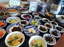 ■朝食 ◆お漬物、温泉卵、納豆、ドリンク等はセミバイキング(トング等の共用は配慮しております)
