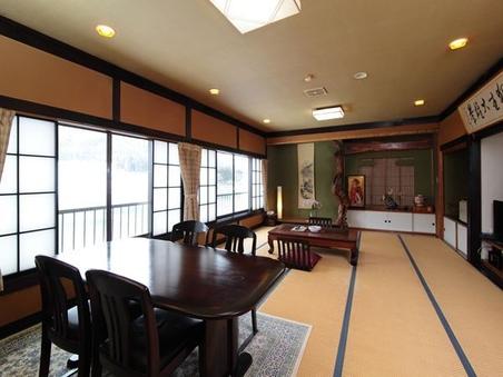 専用駐車場付き 和室16畳+ダイニングスペース