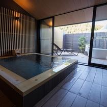 貸切風呂 「檜の湯」自然と夜景を人目を気にせず楽しむことができます