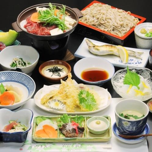 夕食全体。秩父 季節の食材を使った 手作り料理が味わえます