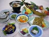 旬のカツオを食べ尽くすプランの夕食膳(一例)