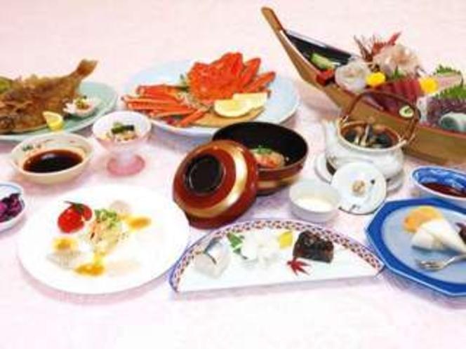 刺身舟盛・カニ姿盛プランの夕食膳(一例)