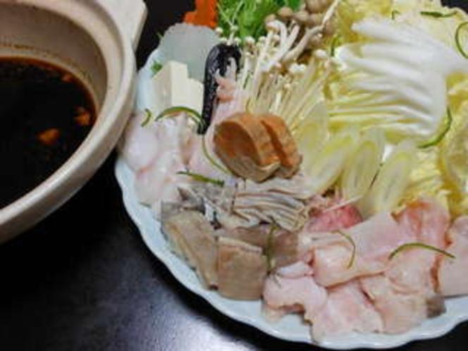 あんこう鍋2人前肝をたっぷりと練りこんだ特製味噌だれは絶品・シメは雑炊で(一例)