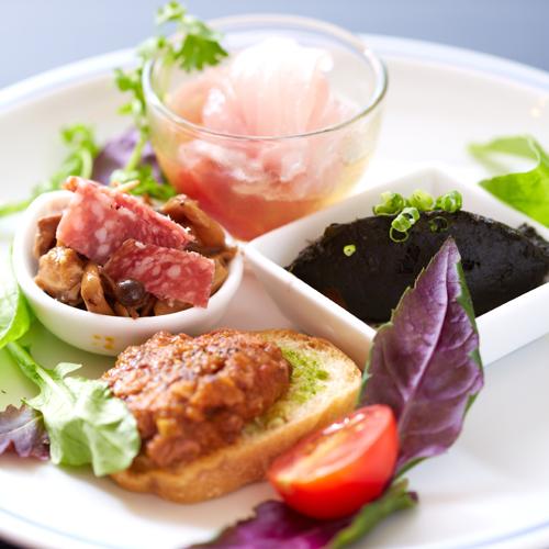 【ディナー/コース料理】鮮魚のカルパッチョ・島蛸のクロスティーニ・南瓜の里煮・茸マリネとコッパハム