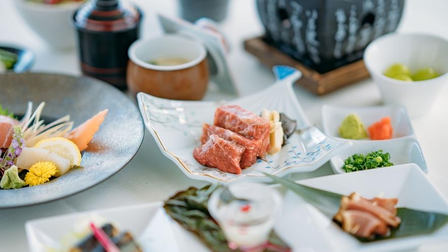 【ご夕食/和食会席】地元出身の料理長が信州の素材を用いて織りなす和食を会席でお楽しみいただけます。