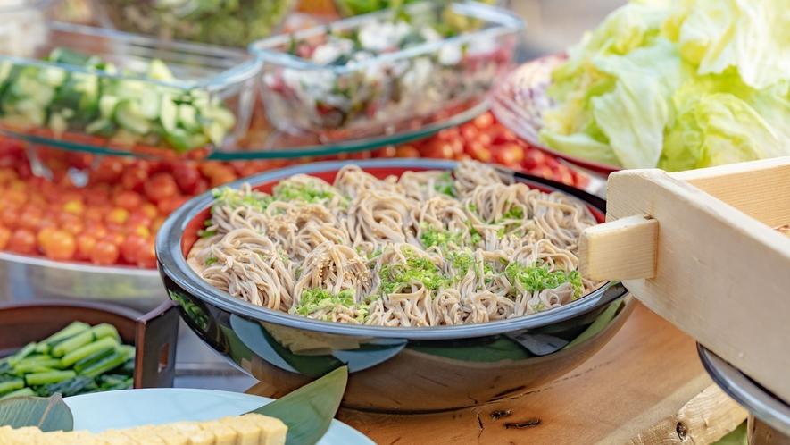 【お食事】信州そばや高原レタスなど地元の郷土料理をビュッフェスタイルで