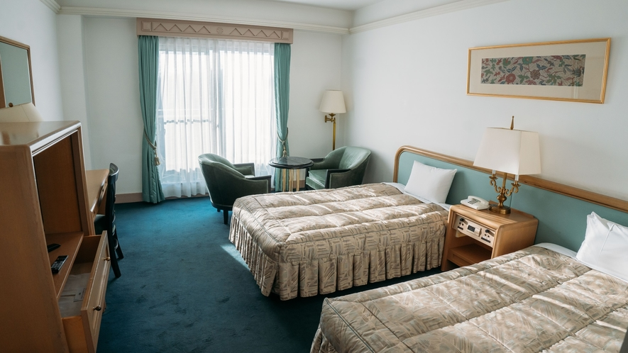 【客室】広々とした客室で四季折々の風景をお楽しみいただけます。(景観はお部屋により異なります)