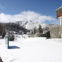 ホテルからゲレンデ直結でたっぷりスキー・スノーボードを楽しめます