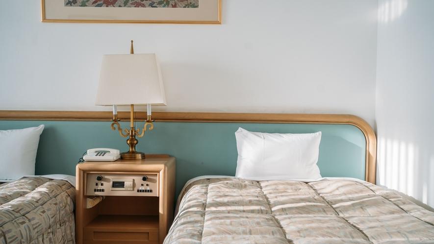 【客室】セミダブル(120cm)のベッドを配置したスタンダードツイン