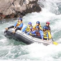 ラフティング:自然豊な球磨川を体感できます