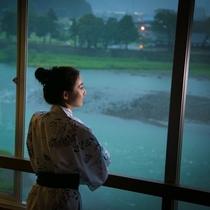【窓からの眺め一例】全室球磨川沿いで絶好のロケーションをお楽しみいただけます。